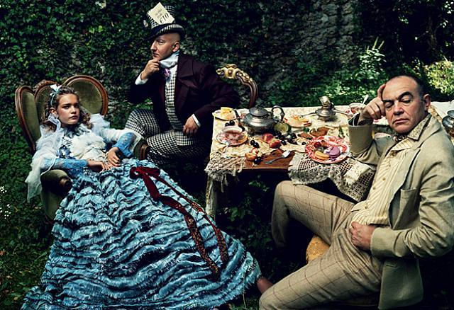 alice in wonderland | annie leibovitz. vogue, december 2003.