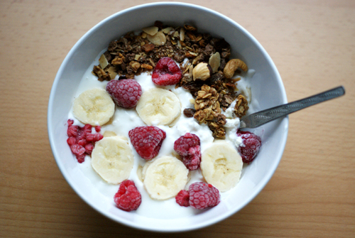 coconut-cola:  mangowater:  yummmmy perf breakfast hehe  yest i could eat a bowl of that right now