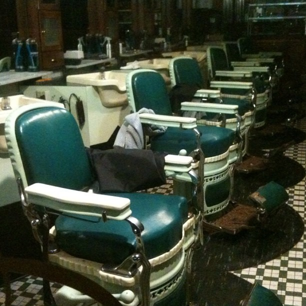 #barbershop #chairs #green #mirrors #vanity #haircut #furniture #grooming #popular #iphonography #iphonesia #ig #iger #instaweb #instagood #pearlst #upstateny #albany (Taken with instagram)