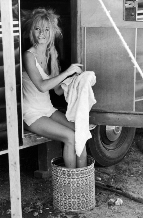 suicideblonde:  Brigitte Bardot on the set of Viva Maria in 1965