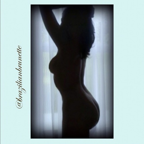 brazilianbrunette:  Love silhouette pics… 😉 My dear friends and followers, you must forgive me for having no free time ro answer you all… But trust me: I always LOVE ur likes and comments!!! Thank you! 😘😘😘😘😘😘 (Taken with instagram)  Hoooooot body babe