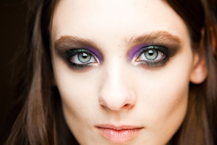 glamour:  A closer look at the peacock eye makeup at Roberto Cavalli.