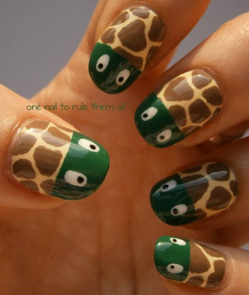 onenailtorulethemall:  Turtle nails! I saw these somewhere a while back and decided to recreate them, I couldn't find the original source though so if they're yours let me know :) anyway I hope you like them :)