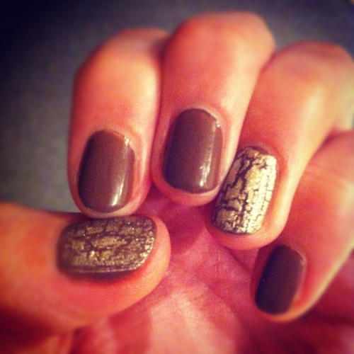 Just touched up my brown nails with metallic crackle. All courtesy of Topshop.