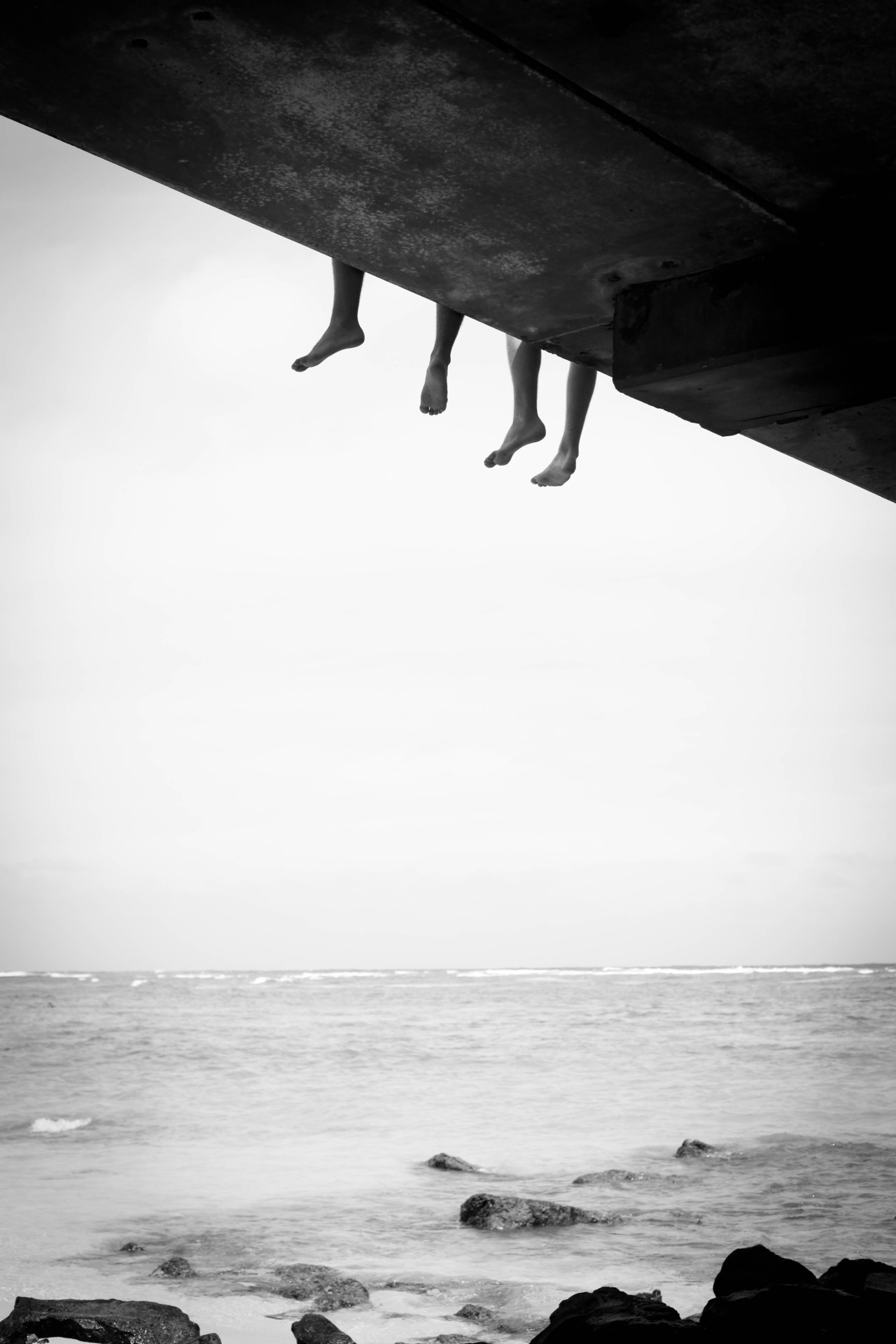 ambermozo:  feet over the pier