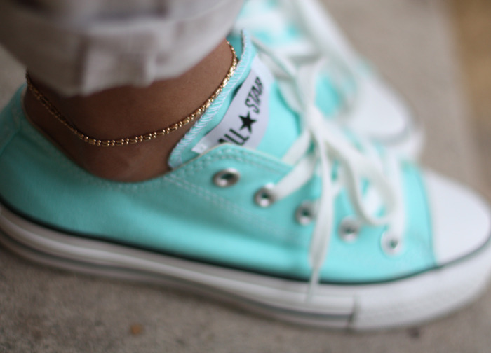 what-do-i-wear:  Sneakers: Converse (image: http://www.sincerelyjules)