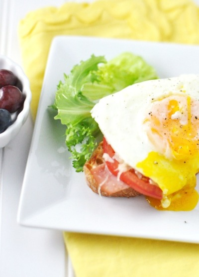 Open-Faced Egg Sandwich with Ham and Tomatoes
