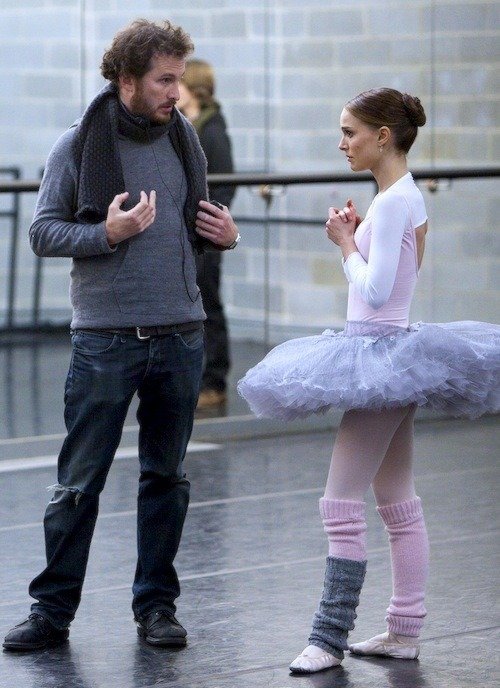 tumblr m08q4w1Uy71qisxvio1 500 Director Darren Aronofsky and Natalie Portman filming Black...
