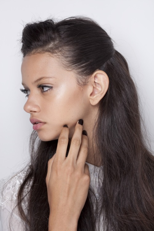 crystuls:  w-ave:  c-hanelism:  Marina Nery  Follow for similar posts   more of these posts here♡