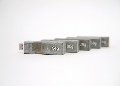enochliew:  Memory Weights by Shu Chun Hsiao The cemented usb drive tells the digital capacity by its weight.