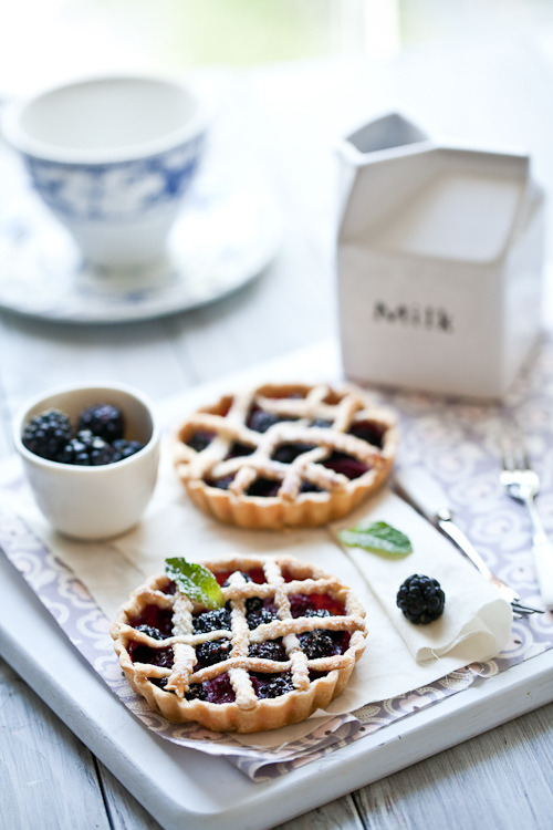 howveryappetizing:  Fresh Berry Tartelettes (Recipe)