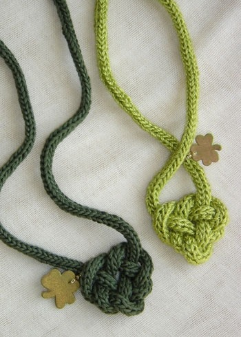 prettylittlepieces: Celtic Knot Pattern (free)  I still need to make some of these!