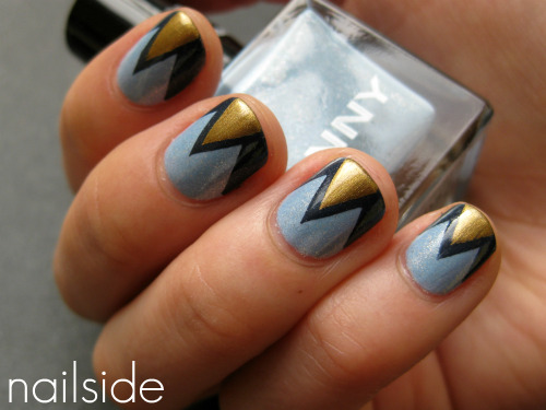 nailside:  …and blue zigzag with a hint of gold. ^^