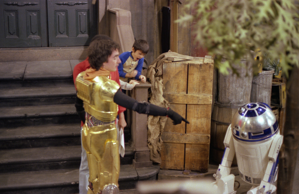 heyoscarwilde:  on the set of Sesame Street with C-3PO and R2-D2 circa 1980 photographs by Dennis Degan :: via flickr.com