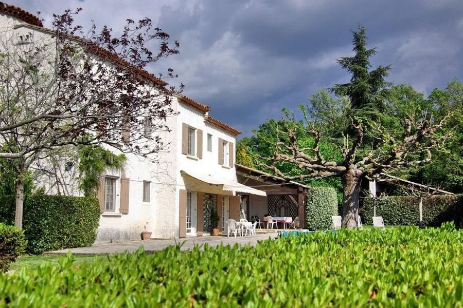 NEW IN PROVENCE In the heart of the Apt, Provence countryside, in a lovely environment enjoying a stunning view of the Luberon and the Mont Ventoux, very charming 5 bedroom property on 2.5 acres. http://ow.ly/9pIOy