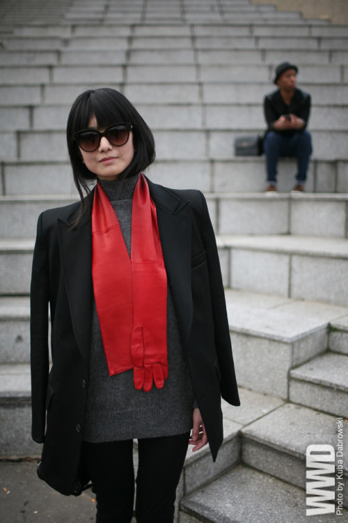 glove-scarf????? womensweardaily:   They Are Wearing: Paris Fashion Week