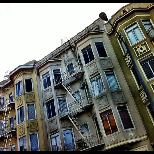 good morning SAN FRANSICO #sf #chilling #skatelife #scenic #fullhouse #bestoftheday #beauty #city #instagrammers #instadaily #picoftheday #angles #enjoy #life #livefast  (Taken with Instagram at Chestnut & Van ness)