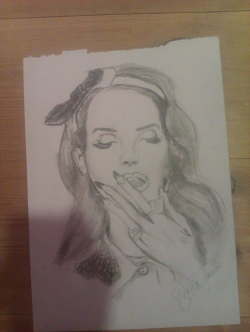 My drawing of Lana Del Rey. the hand turned out quite strange. Gonna do another one of her soon!