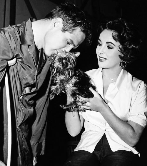 Paul Newman and Elizabeth taylor on the set of Cat on a Hot Tin Roof (1958)
