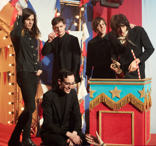 rhysjoejoshtomfaris:  The Horrors pick up their award for SKYING