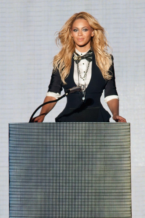 Beyonce is pretty in a tie