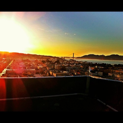 SUNSET ROOF HOPPIN' #instadaily #bridge #goldengate #sf #bay #area #orgasmic #reveltposse #loques #sf #picoftheday #ocean #mood #nature #beauty #city #instagrammers #skatelife #downtown #California_igers (Taken with instagram)