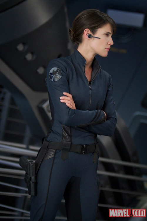 cptgrumpygills:  Is this… Is this Robin Scherbatsky?!??! An agent of S.H.I.E.L.D. you say?!  Just another reason why I have to see this movie ASAP