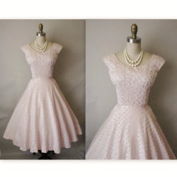 Another gorgeous vintage cocktail dress.  Another great vintage clothing store on Etsy!  If only I had the money and the events to go to!