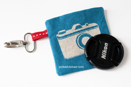 cajunmama:  (Lens cap cozy two ways) tutorial for 2 lens cap holders I NEED to make one of these.  What to do with the lens cap is always a problem.