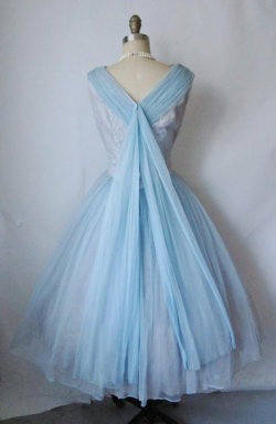This is how the back of my dresses look in my dreams.