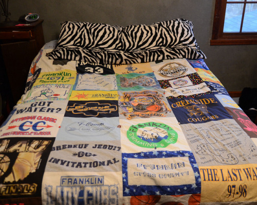 cajunmama:  (via Stars for Streetlights: DIY T-Shirt Quilt)
