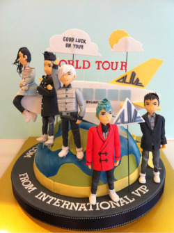 @Untiitlasts A complete pic of BBU's cake :D (from 'Reminis cake' blog)