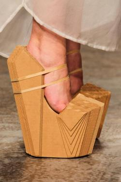 wooow this is so creative……shoes from cardboard