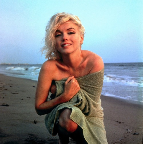 alwaysmarilynmonroe:   One of my favourites by the wonderful George Barris, 1962.