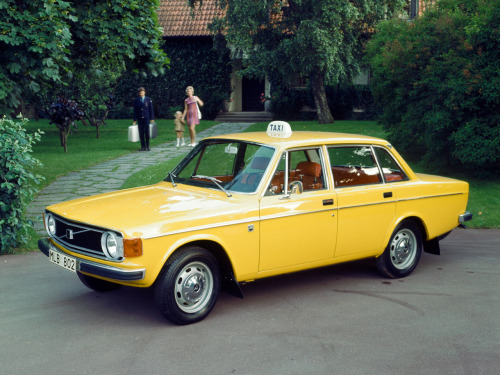 definemotorsports:  1973 Volvo 144 Taxi  Volvo taxi Aren't the lines so pure?