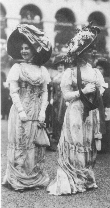 "ornamentedbeing:  ""Floral-print dresses, long gloves, and picture hats, 1909."""
