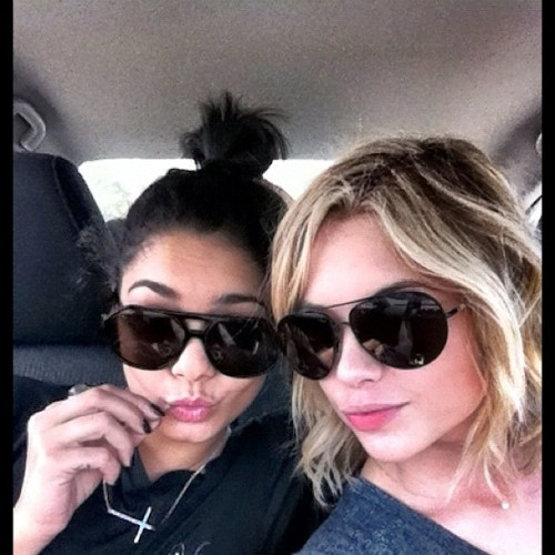 @AshBenzo : Saturday with my loveeee http://instagr.am/p/HuH9O-BEAw/