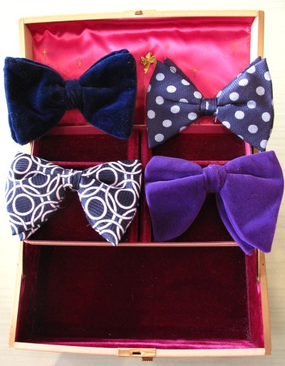 Boy or girl dandy, you can't lose while wearing a bowtie (Pee-wee aside).  citizenvintage:  By popular demand, we now carry vintage bowties in prints and velvet, perfect for Prom season or to add a special touch to your everyday look! Available now at Citizen Vintage