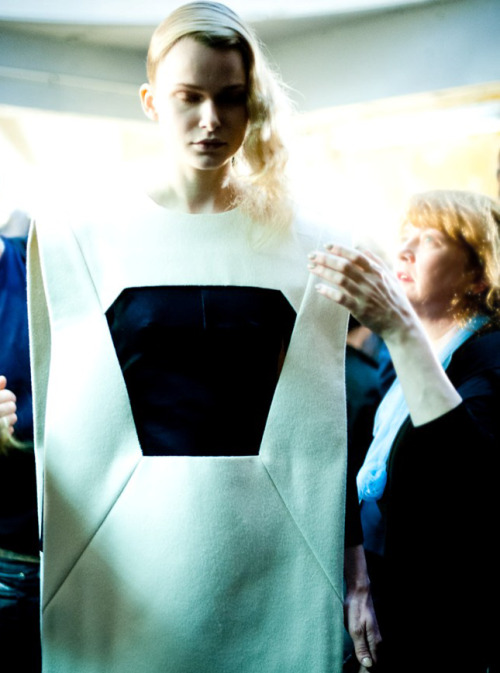 thedoppelganger:  Karo Mrozkova, backstage at Hussein Chalayan Fall 2012 Ready to Wear