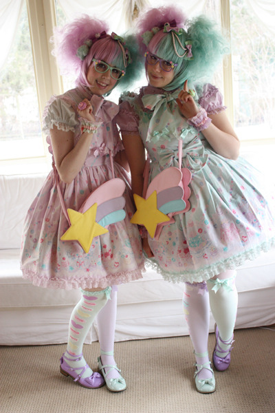 lanii:  cadney:  Lani and I are twins today!  Finally. These outfits are our destiny.  Aw, so cute! I wish I had a loli friend to twin with ^^ I love that wig too