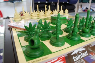 thatsgoodweed:  its a chess game