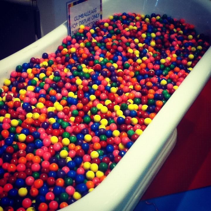 wittyandthecity:  Bathtub full of gum balls @ Dylan's Candy Bar NYC.