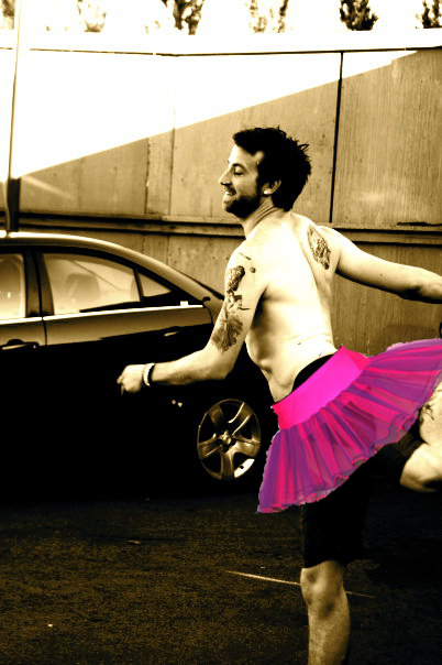 paraswift:  Jeremy Davis as a graceful ballerina. (credit to ukparamore for the picture)