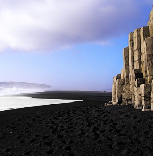 randomologyofmoi:  Black Beach, Iceland