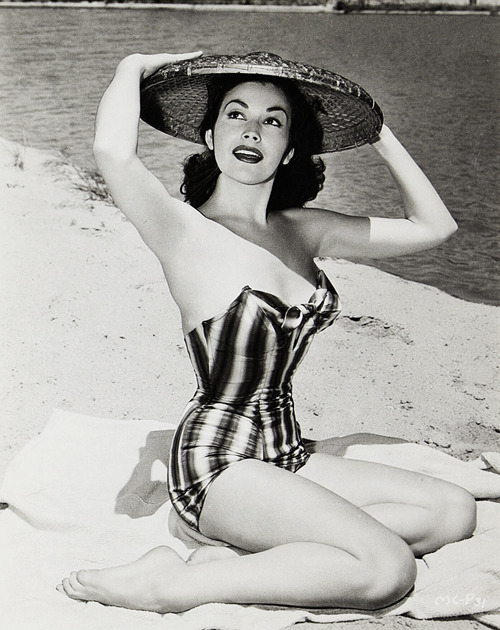 thelingerieaddict:  vintagegal:  Mara Corday c. 1956  Love that bathing suit.