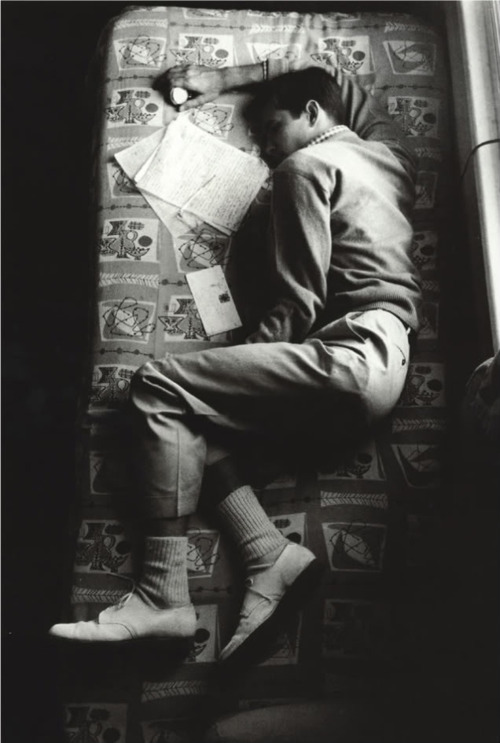 redheadspark:  Anthony Perkins sleeping in between takes on the set of Psycho.  What a little gem