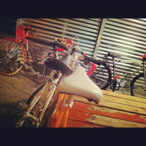 Taco truck with @the_stiff_link and @enormcrane on #fixie #fixedgear #trackbike #roadbike #bikeporn #bicycleporn #bike #velosexual #velojolie #velo  (Taken with instagram)