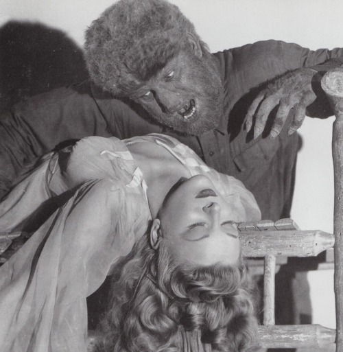 Evelyn Ankers and Lon Chaney Jr in The Wolf Man (1941).