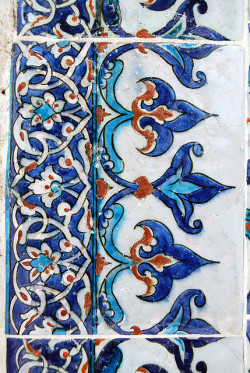 thefattailedsheep:  Iznik by Alessandra Kocman on Flickr.