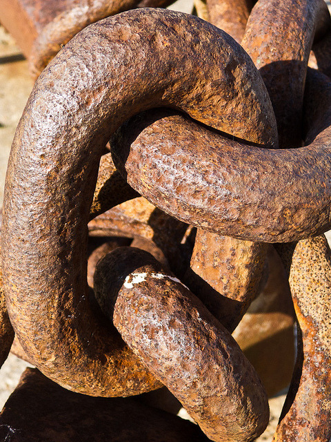 Rusty Chain by david.nikonvscanon on Flickr.A través de Flickr: Sunday afternoon walk